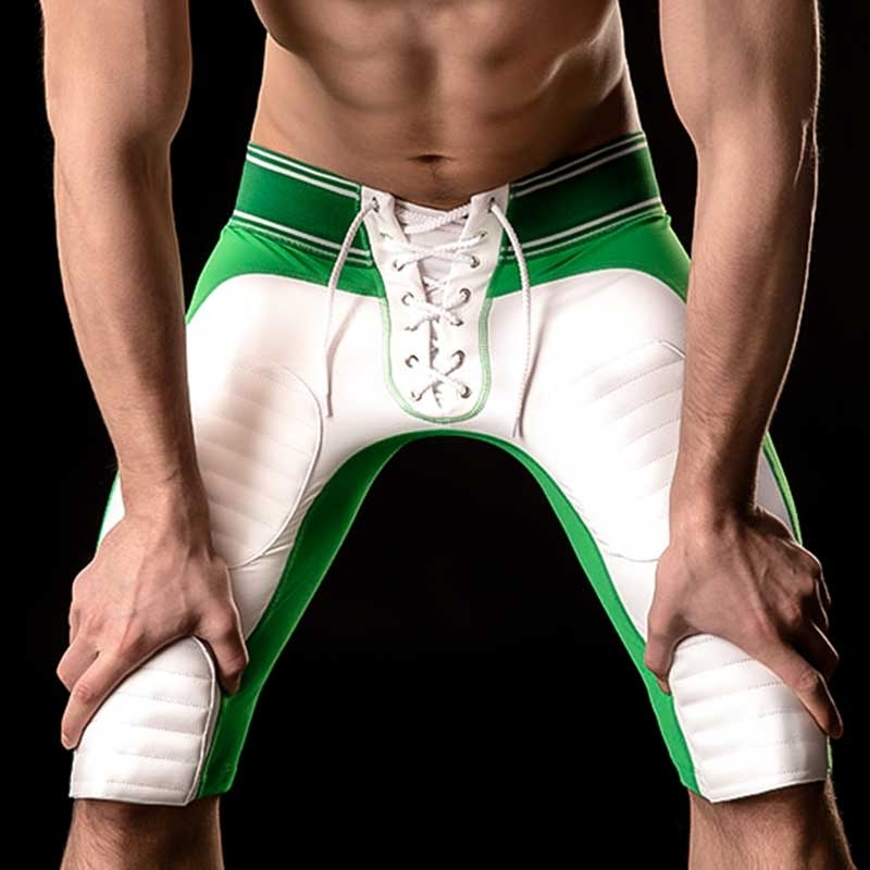BARCODE Berlin SHORTS gym 90946 American Football Style in gruen